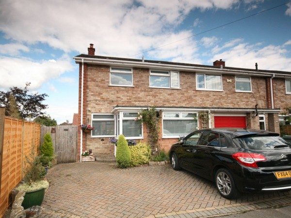 3 Bed Semi-detached House For Sale - Photograph 1