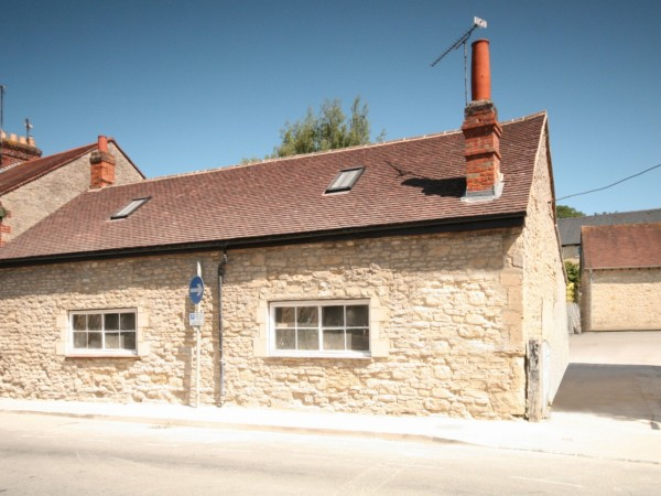 2 Bed Cottage House For Sale - Photograph 1