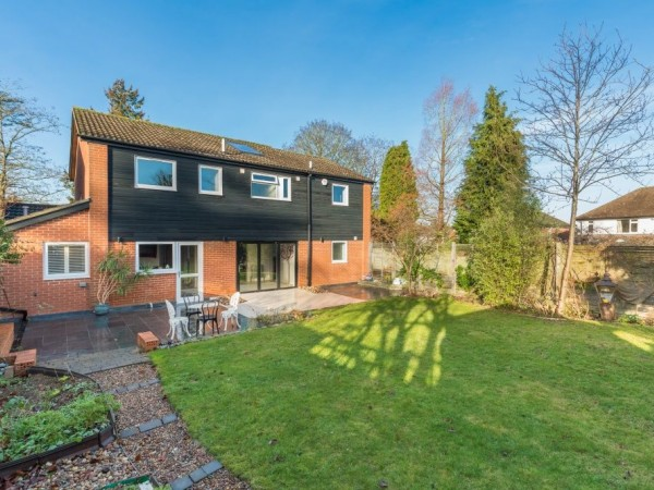 5 Bed Detached House For Sale - Garden view