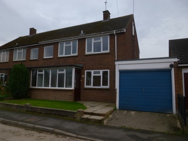 3 Bed Semi Detached House To Rent - Main Image
