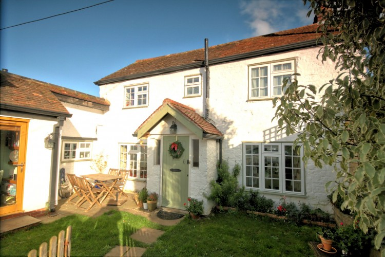 4 Bed Cottage House For Sale