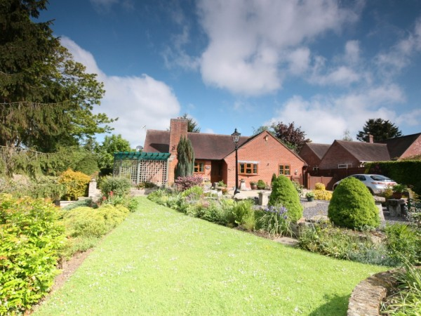 4 Bed Detached Bungalow For Sale - Main Image