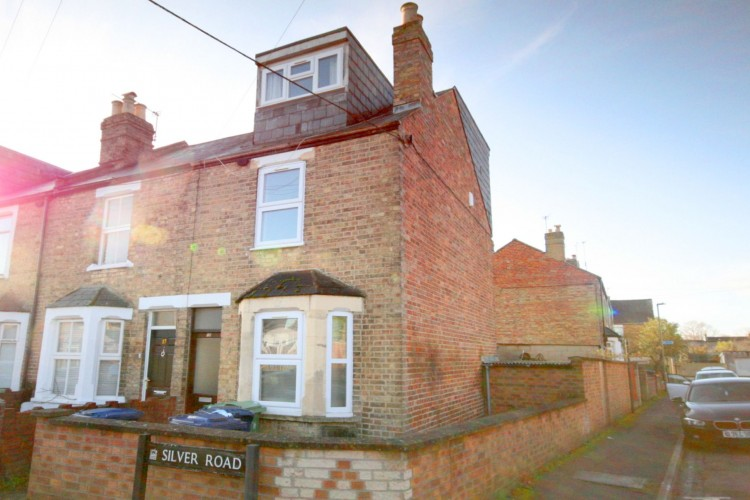 4 Bed End Terraced House For Sale