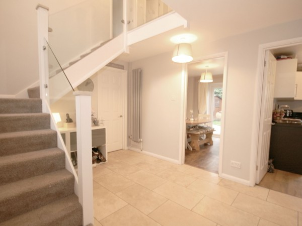 5 Bed Detached House For Sale - Photograph 2