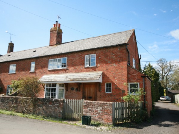 3 Bed Semi Detached Cottage To Rent - Main Image