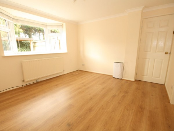 1 Bed Apartment Flat/apartment To Rent - Photograph 1