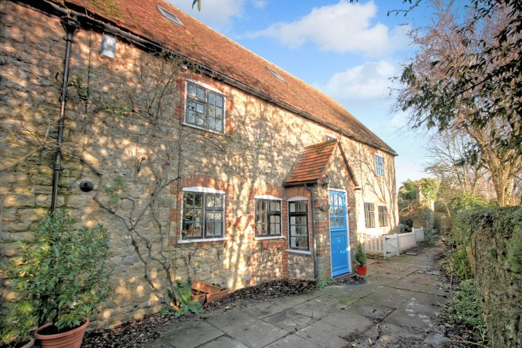 6 Bed Cottage House For Sale