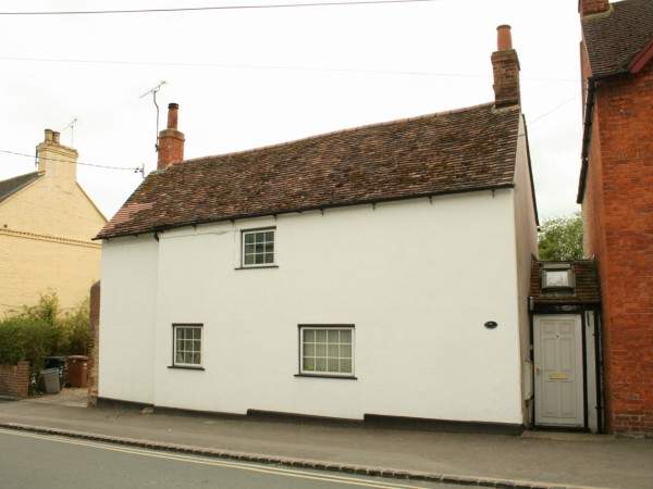 2 Bed Semi Detached Cottage To Rent - Main Image