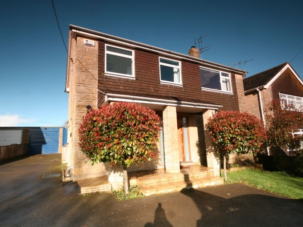 5 Bed Detached House To Rent - Photograph 1