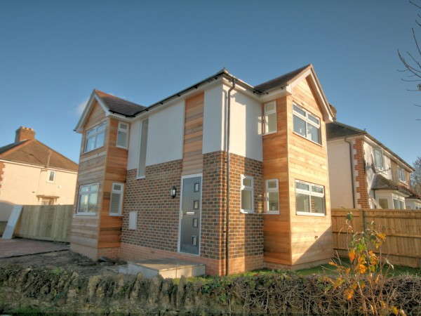 2 Bed Detached House For Sale - Photograph 1