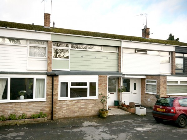 4 Bed Mid Terraced House For Sale - Photograph 1