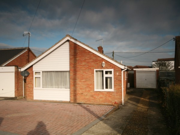 3 Bed Detached Bungalow To Rent - Main Image