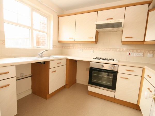 3 Bed End Terraced House To Rent - Main Image