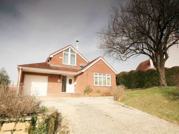 2 Bed Detached House To Rent - Photograph 1