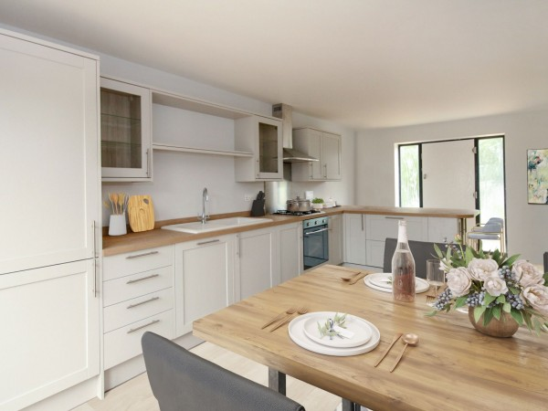 3 Bed Chalet House For Sale - Photograph 2