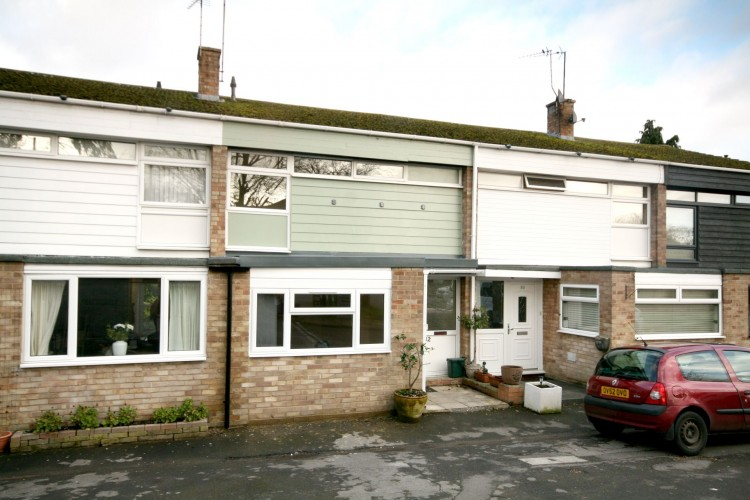 4 Bed Mid Terraced House For Sale