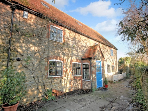 6 Bed Cottage House For Sale - Photograph 2