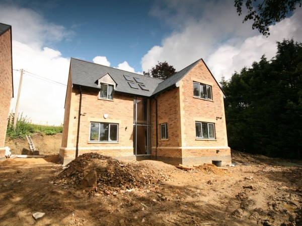 4 Bed Detached House For Sale - Photograph 2