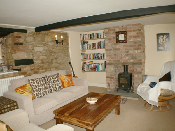 2 Bed Detached Cottage To Rent - Main Image
