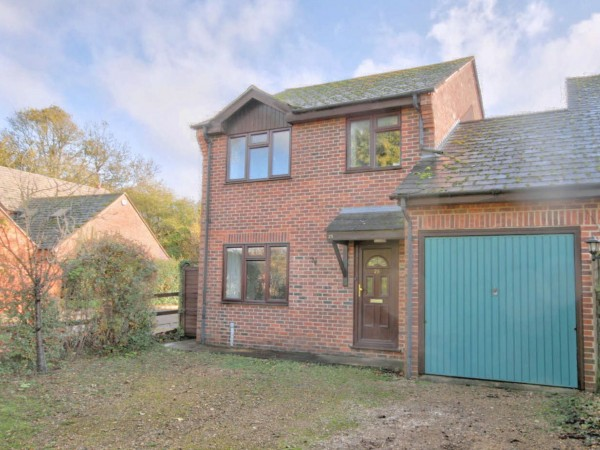 3 Bed Link Detached House For Sale - Photograph 3