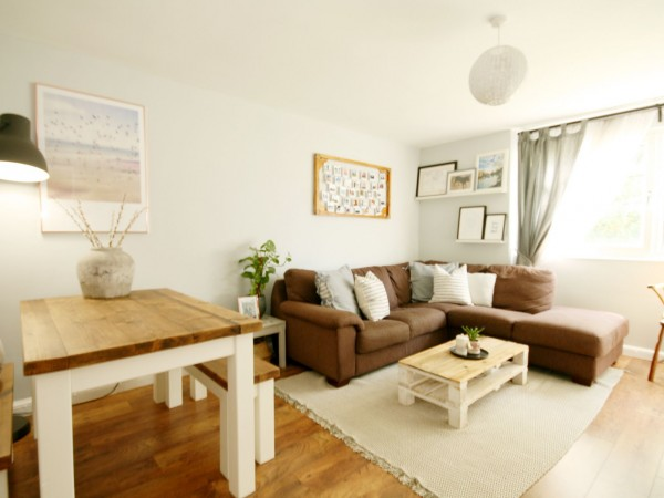 2 Bed Ground Floor Flat/apartment For Sale - Photograph 4