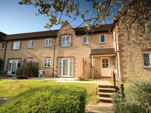 2 Bed Ground Floor Flat/apartment For Sale - Photograph 1