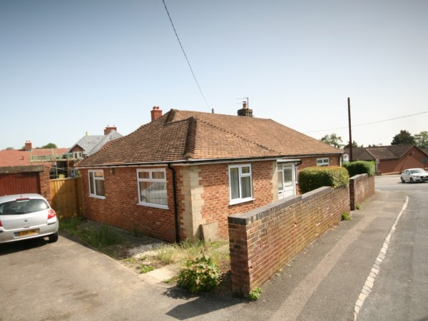 3 Bed Detached Bungalow For Sale - Photograph 1