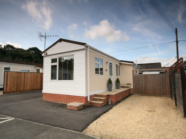2 Bed Park Home House For Sale - Photograph 1