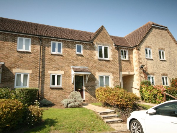 2 Bed Apartment Flat/apartment For Sale - Photograph 1