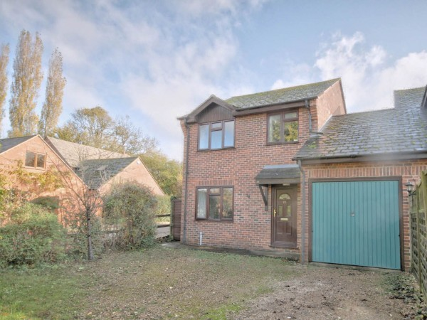 3 Bed Link Detached House For Sale - Photograph 5