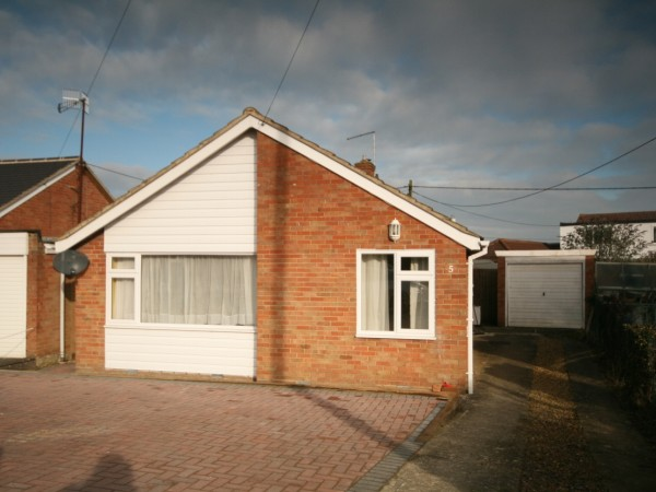 3 Bed Detached Bungalow For Sale - Main Image