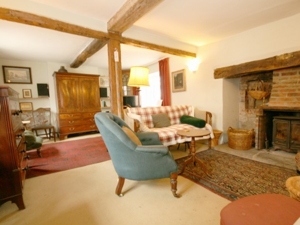 4 Bed Cottage House For Sale - Photograph 1