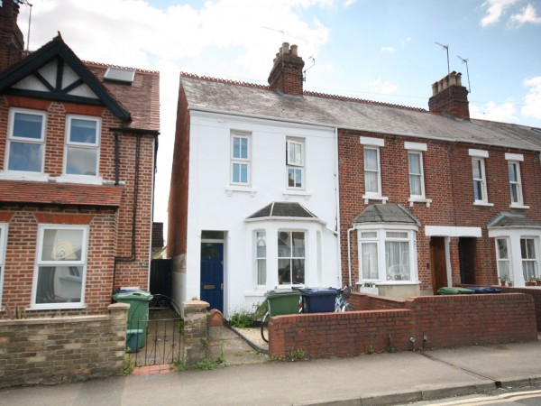 2 Bed End Terraced House To Rent - Photograph 1