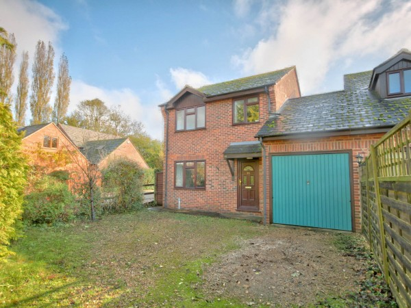 3 Bed Link Detached House For Sale - Photograph 1