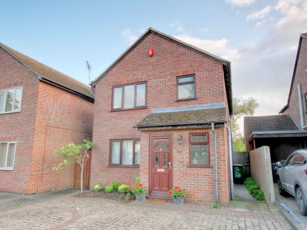 3 Bed Detached House For Sale - Front