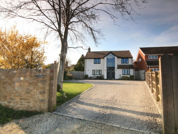 4 Bed Detached House For Sale - Photograph 13