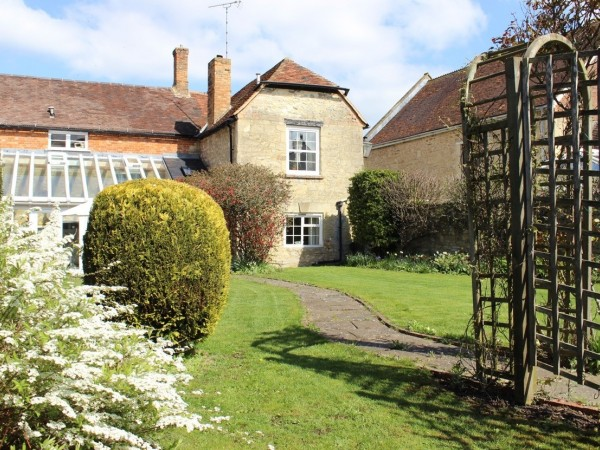 4 Bed Cottage House For Sale - Photograph 2
