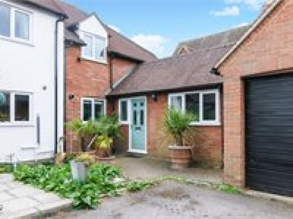 4 Bed End Terraced House To Rent - Main Image
